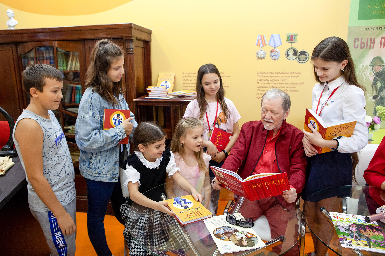 Издательство «Детская Литература» приглашает всех желающих посетить презентацию книг автора и актера Геннадия Киселёва